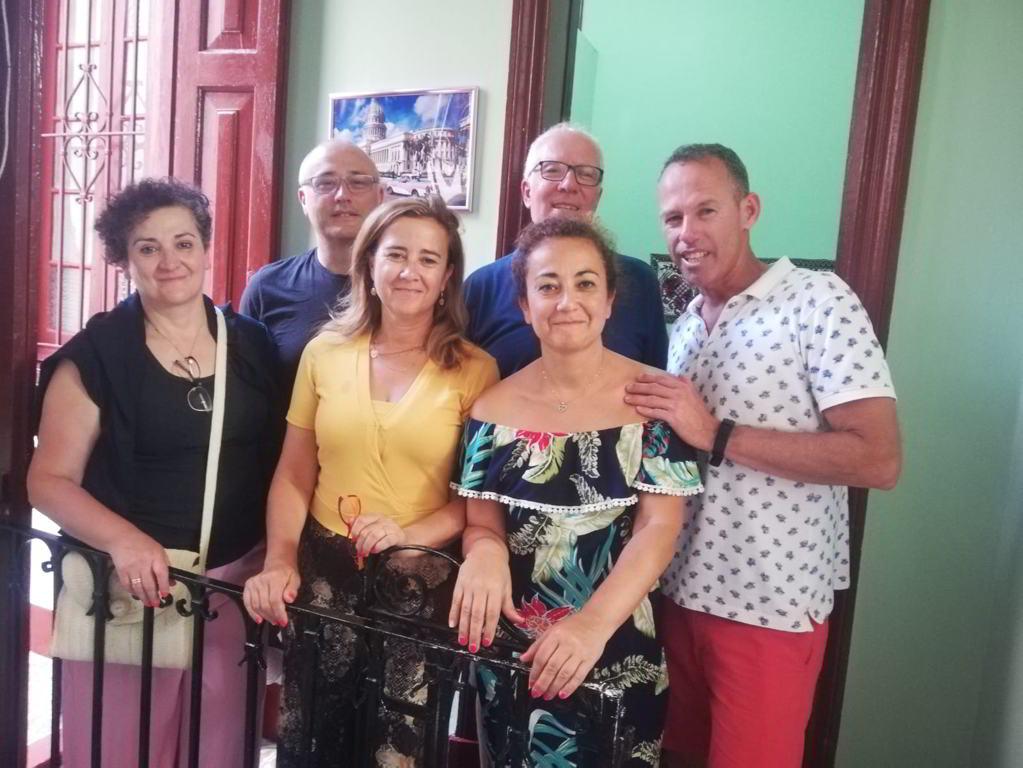 La familia en Habana Hierbabuena