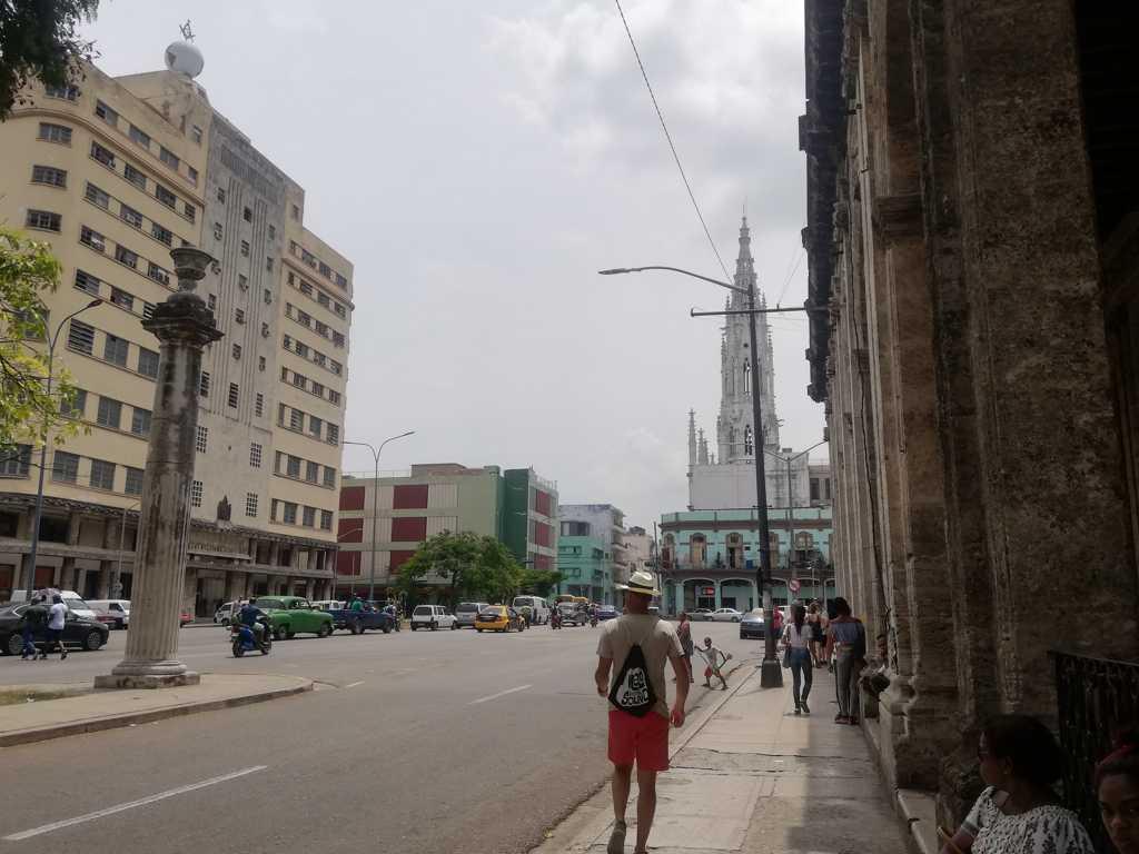 pasear por centro habana carlos iii